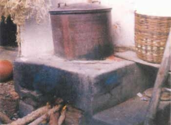 A stifling stove for cocoon cooking in India